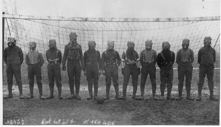 british-soccer-team-gas-mask-1916