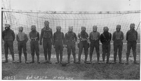british-soccer-team-gas-mask-1916