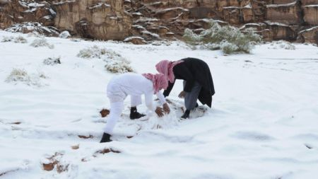 Some Saudis in Alkan village ignoring the cleric's declaration, building a snowman. (Reuters)